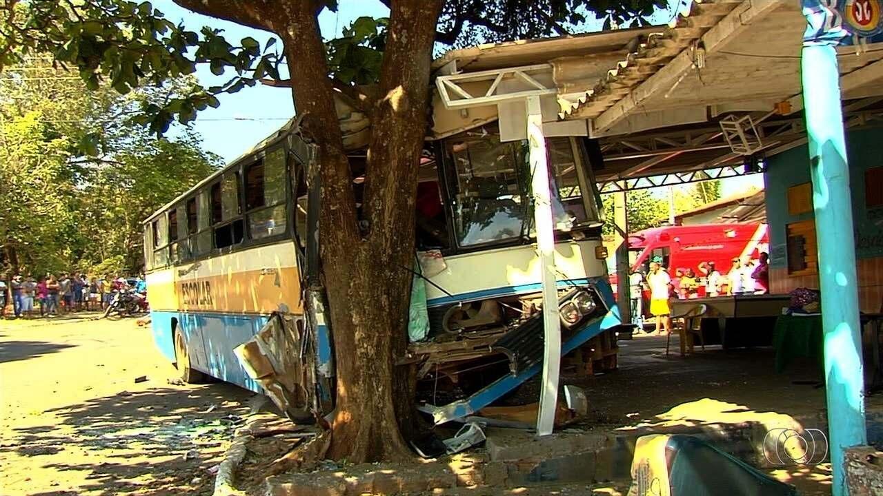 Corpo de homem que morreu em acidente entre ônibus e caminhonete é velado em Trindade