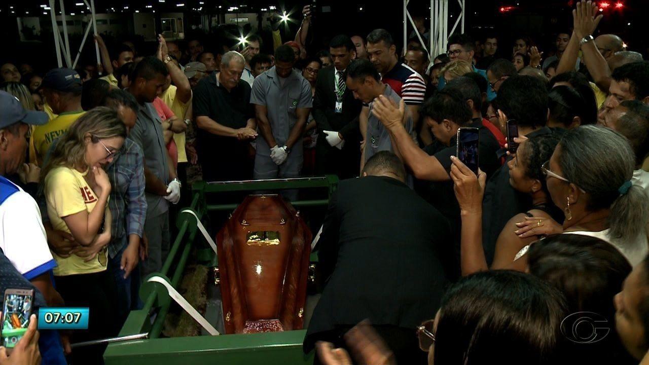 Vereador Silvânio Barbosa é enterrado no Benedito Bentes