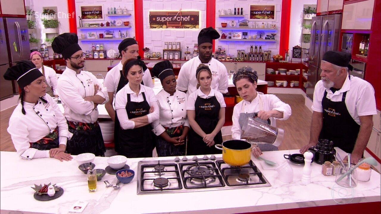 Chef ensina a preparar Caldinho de Feijão