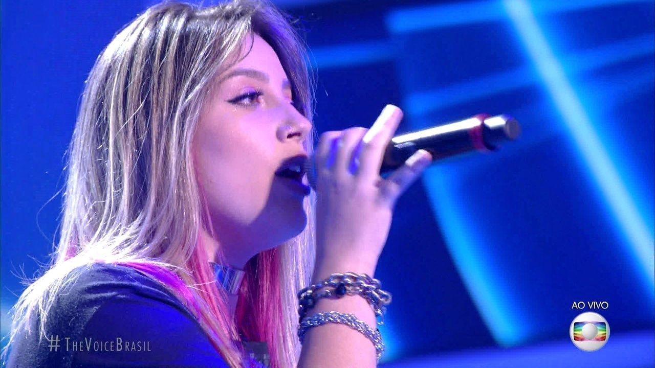 "Isa Guerra canta ""Hear Me Now"""