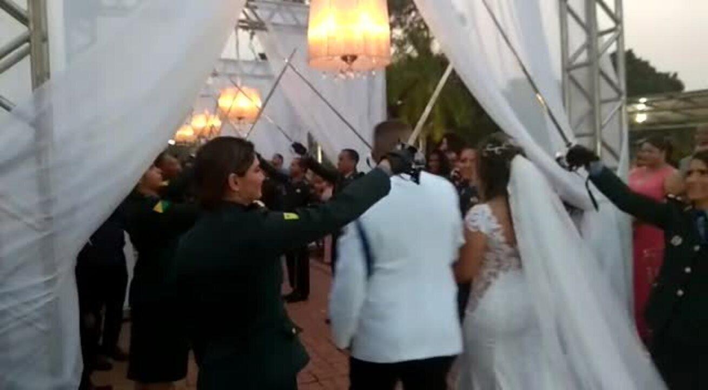 Casamento de militares contou com 'teto de aço' durante cerimônia em Rio Branco