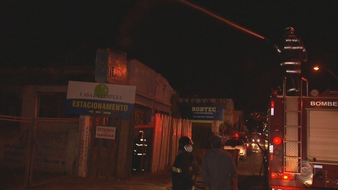 Incêndio atinge prédio no centro de Bauru