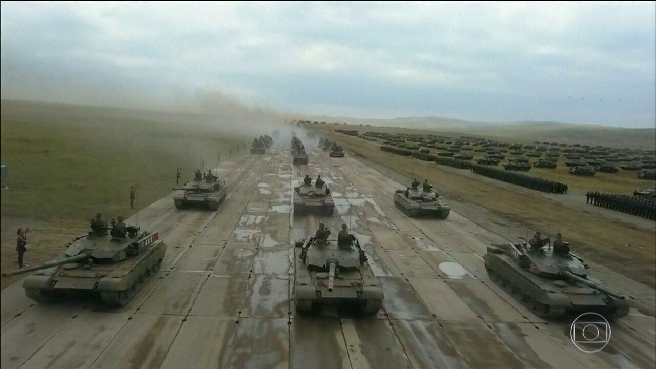 Putin acompanha exercícios militares da Rússia