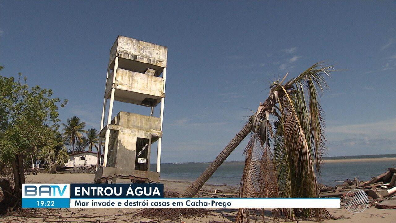 Mar invade loteamento e destroi casas no distrito de Cacha Prego, na Ilha de Itaparica
