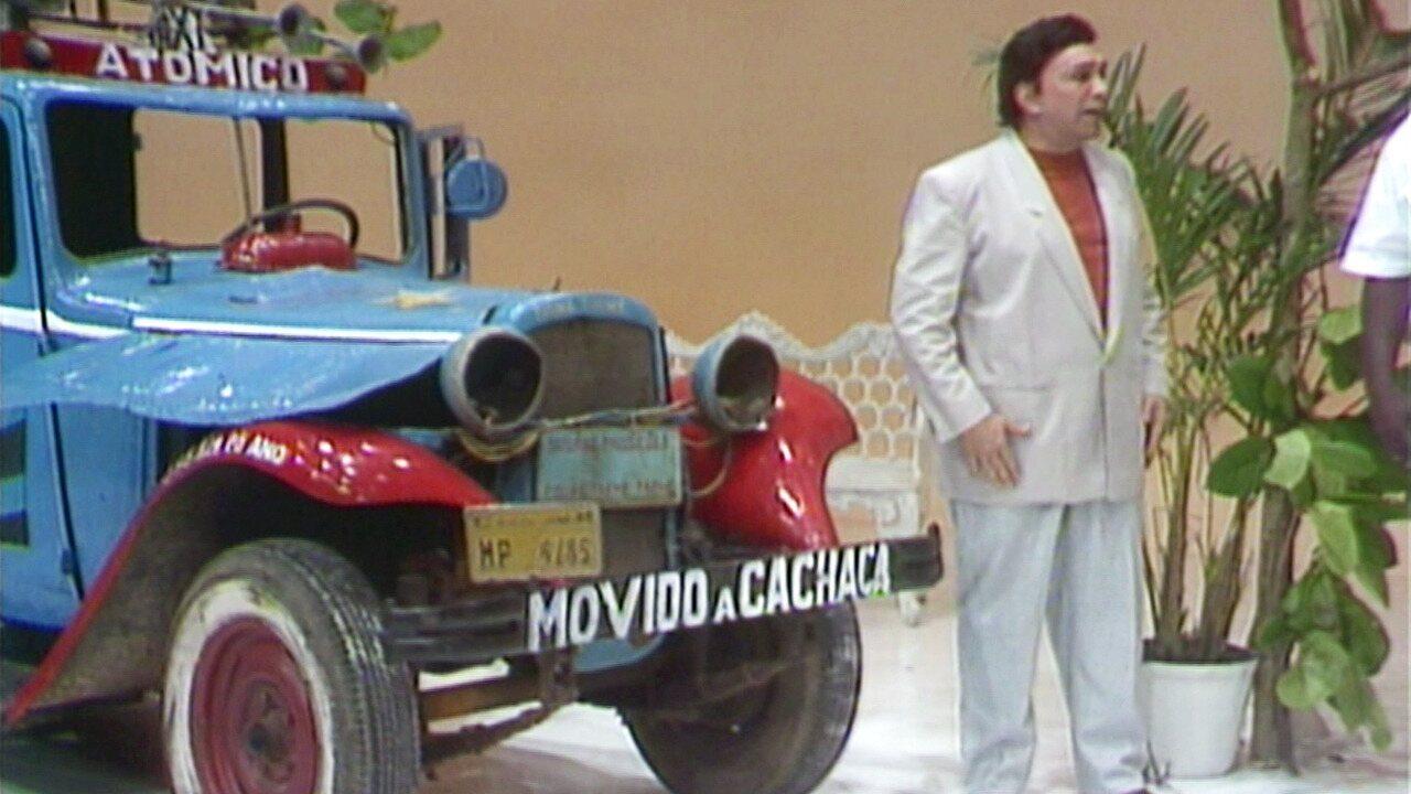 Os Trapalhões - Episódio de 15/10/1989 - Didi, Mussum e Zacarias tentam esconder Dedé de sua noiva. Dedé tenta conquistar mulher com seu carro. Luiz Caldas canta no palco.
