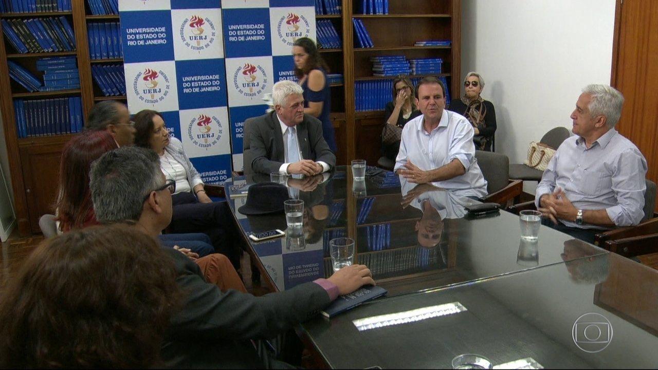 Eduardo Paes (DEM) fez campanha na UERJ nesta sexta (14)