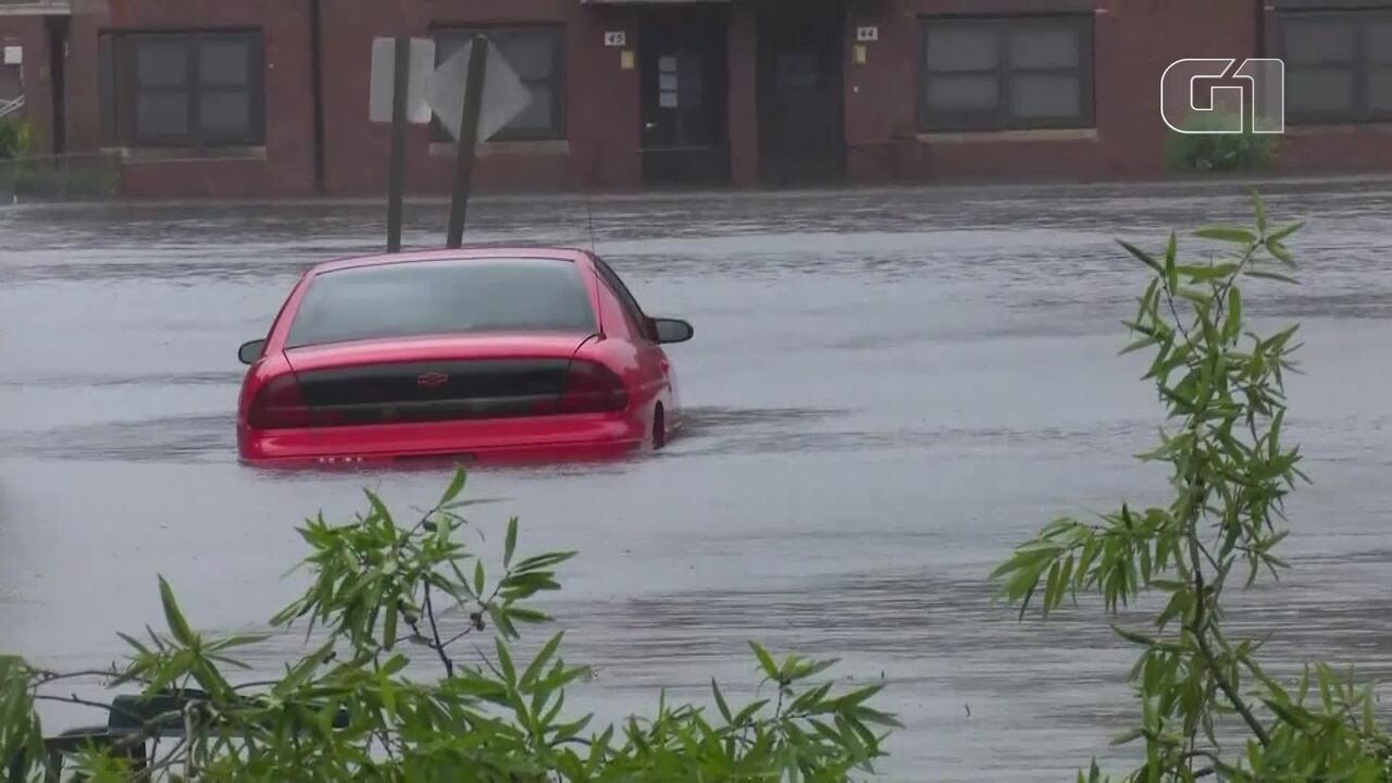 Florence provoca alagamentos em passagem pela Carolina do Norte