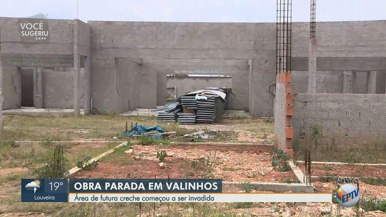 Área de obra parada de creche é invadida em Valinhos (SP).
