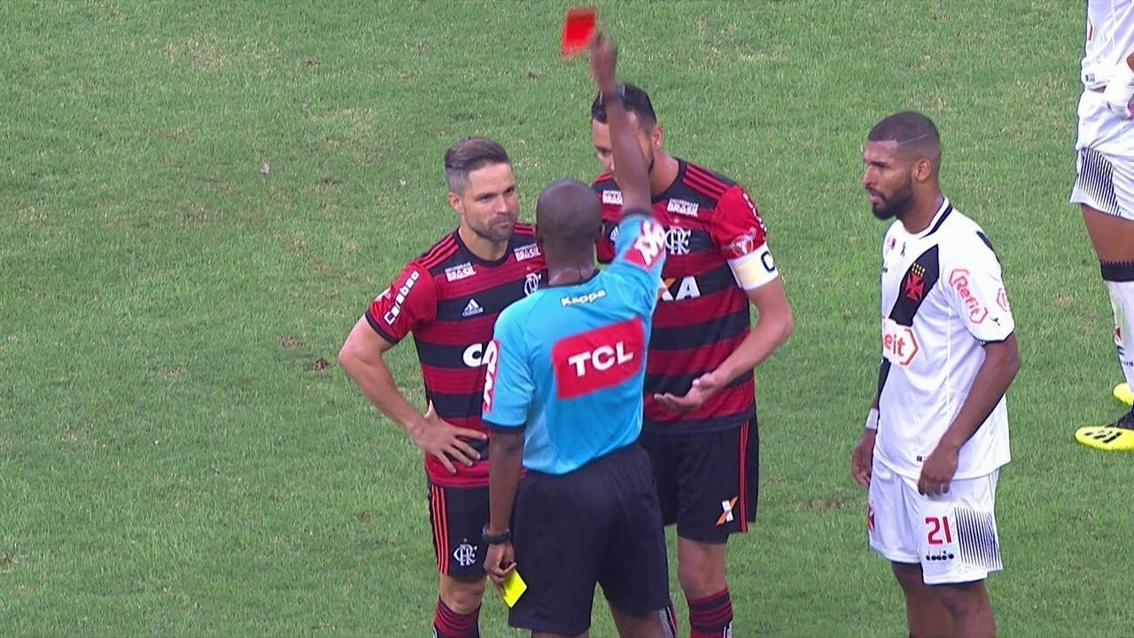 Confusão! Willian Maranhão e Vitinho se desentendem, recebem amarelo e Diego é expulso