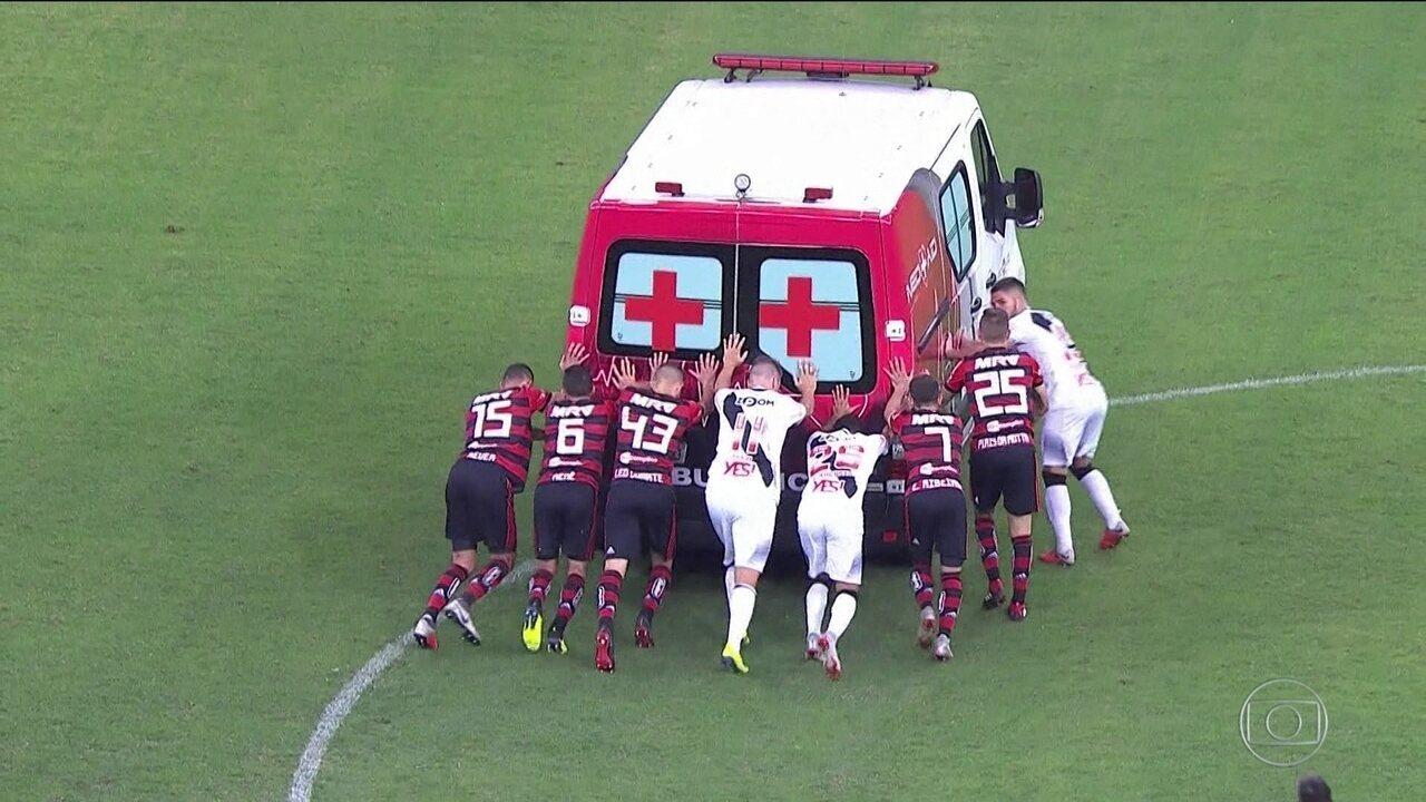 Empate entre Vasco e Flamengo em Brasília é marcado por cena inusitada