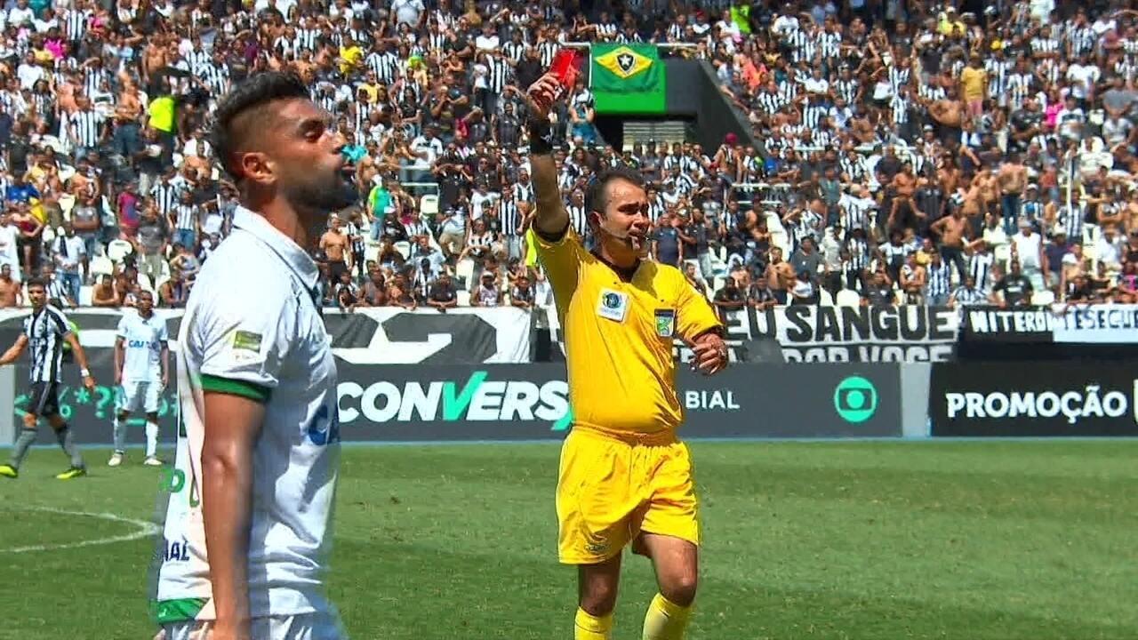 Vermelho! Luan bate boca com banco do Botafogo e recebe cartão com 42' do 2º tempo