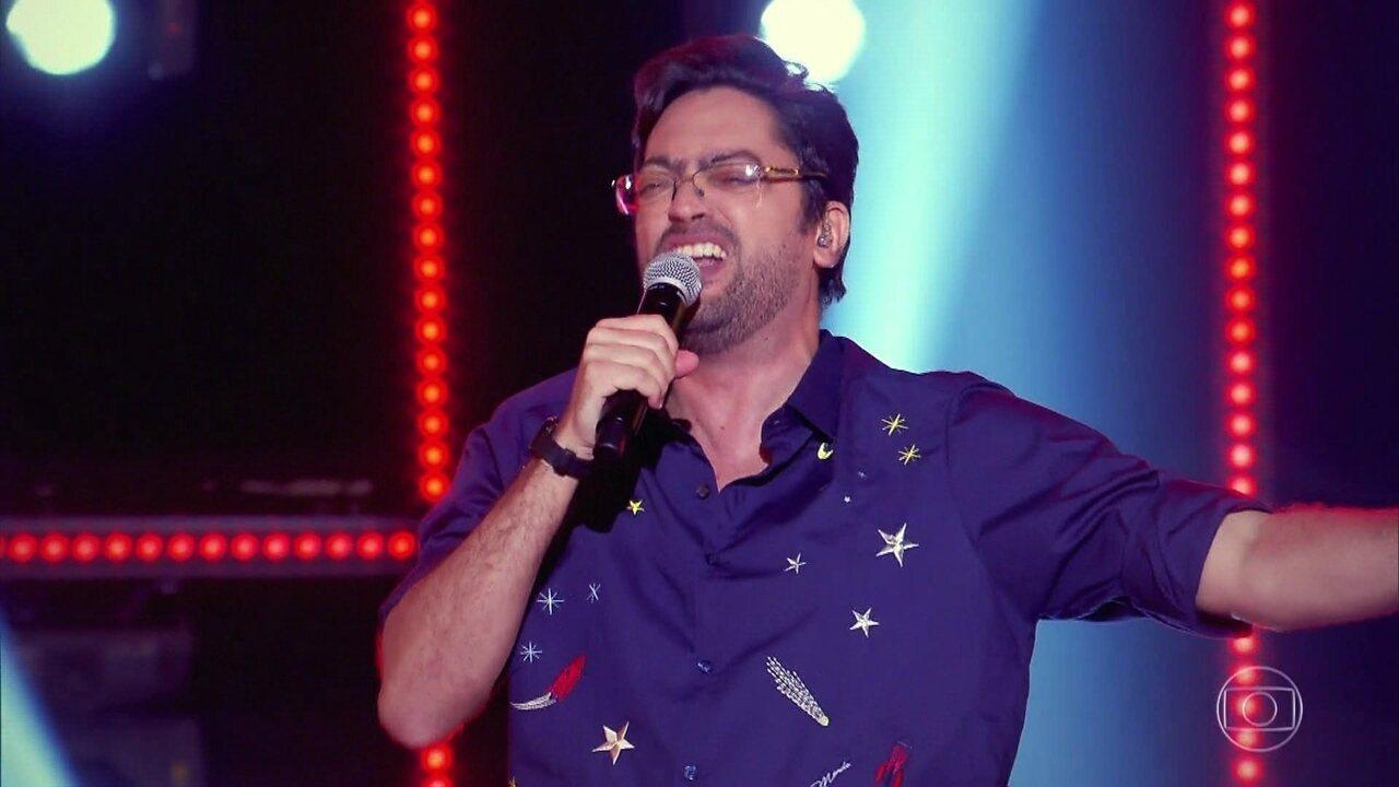 Fernando Caruso canta