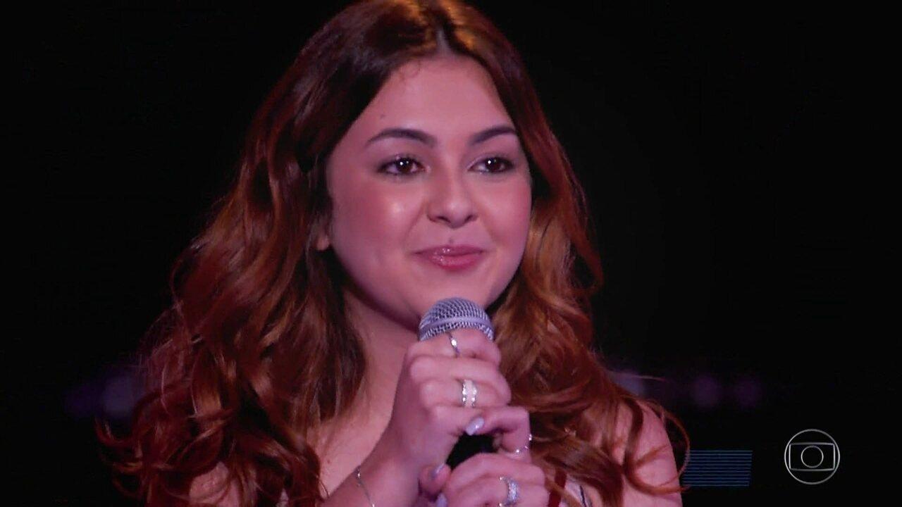 Klara Castanho canta