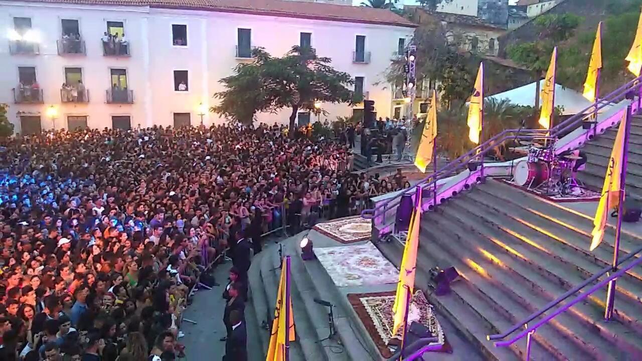 Multidão espera pela Marília Mendonça antes da apresentação em São Luís