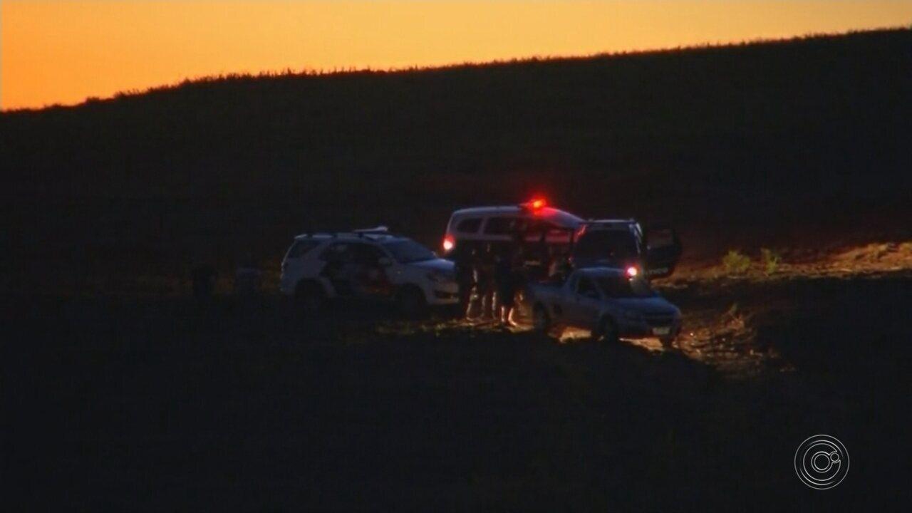 Após sequestrar filhos, pai e crianças são encontrados mortos em matagal