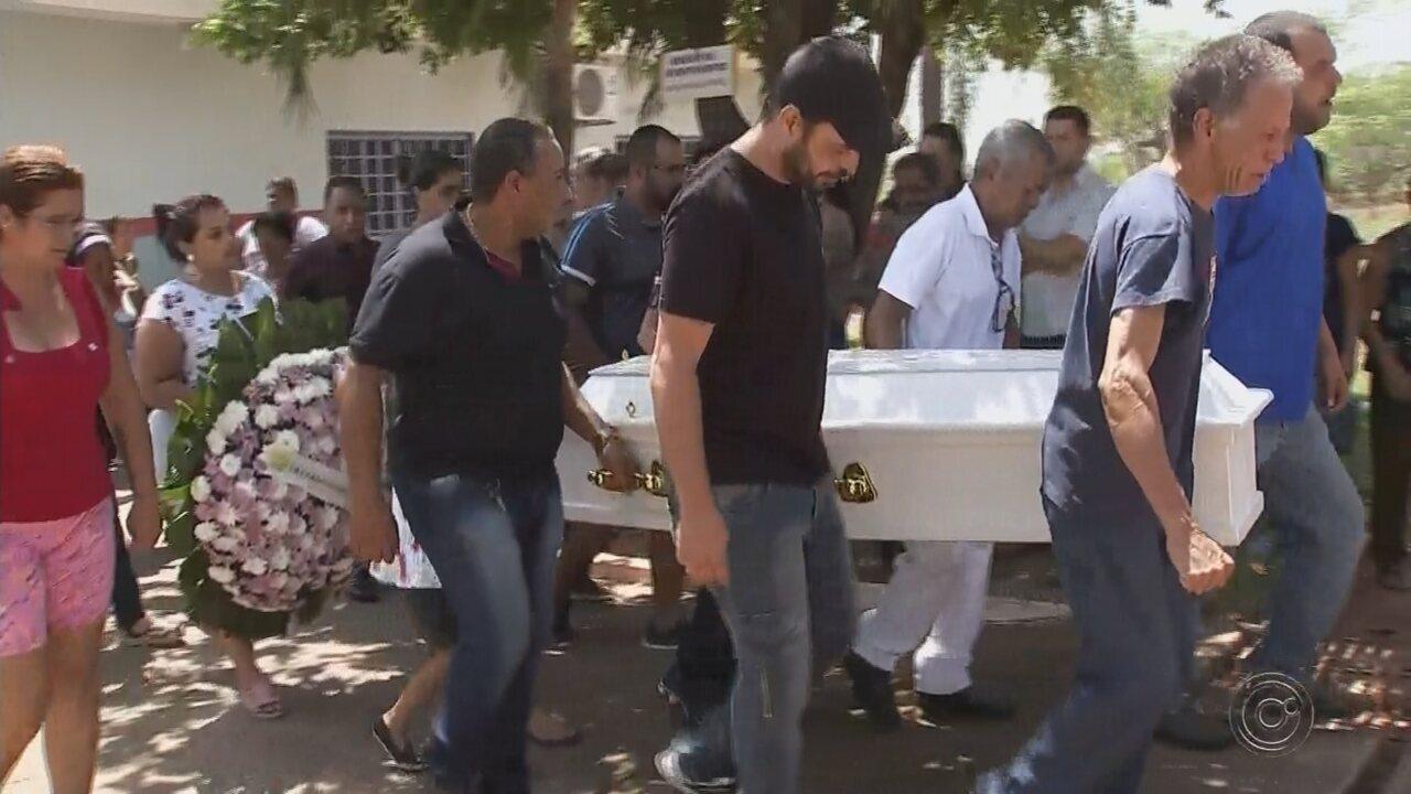 Menina atropelada por ônibus escolar é enterrada em Nova Granada