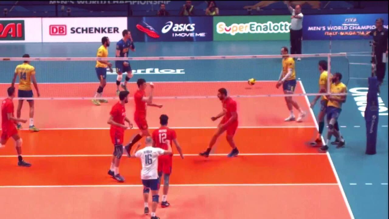 Renan Dal Zotto é suspenso após soltar bola em quadra durante o tie-break contra a Rússia