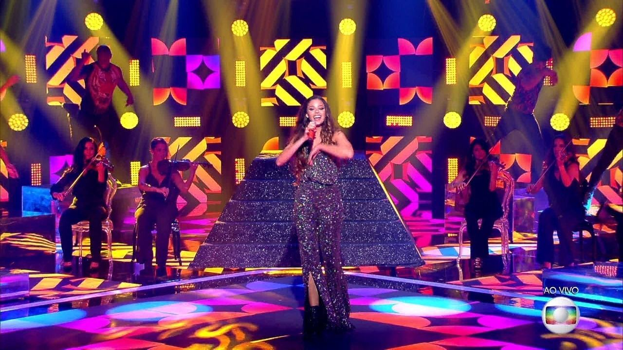 Erica Natuza canta