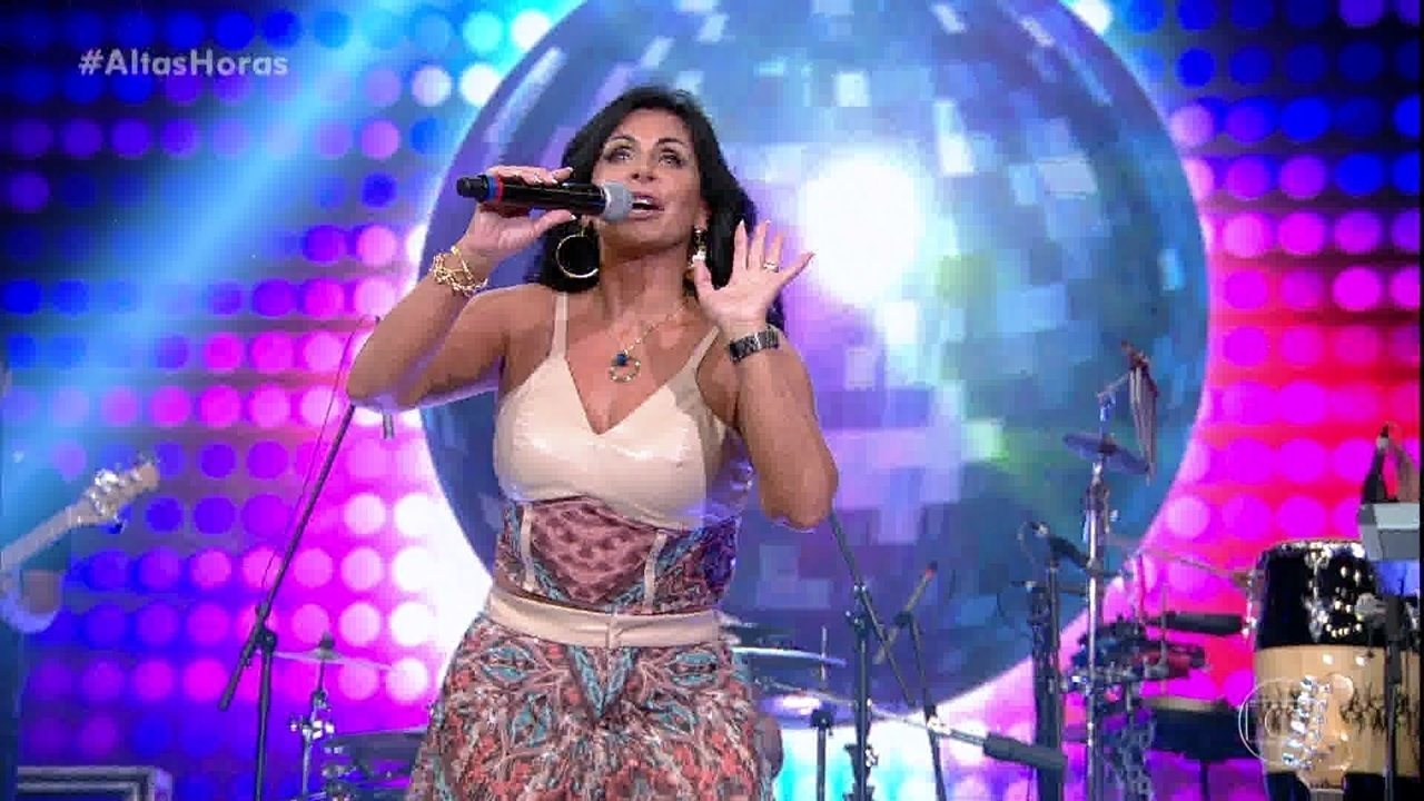 Gretchen canta 'Conga, Conga, Conga'