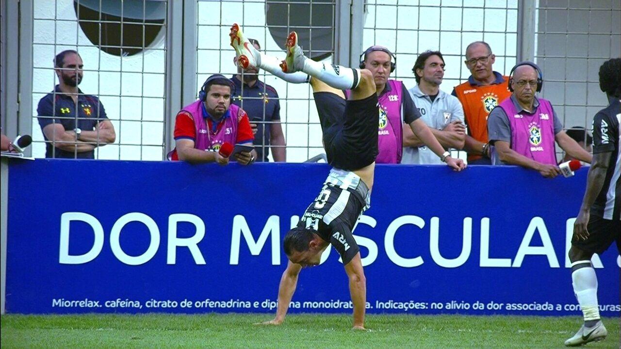 Ricardo Oliveira recebe na área e marca contra o Sport
