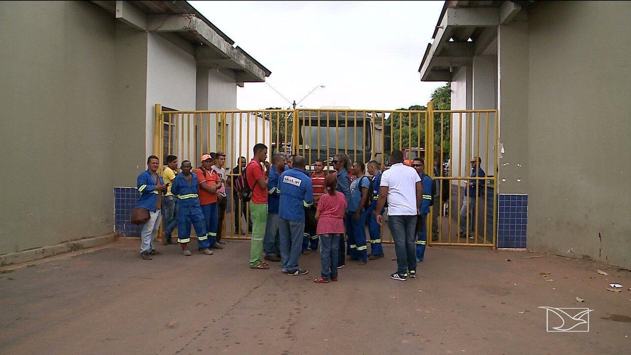 Trabalhadores de empresa que presta serviços para a prefeitura de São Luís fazem protesto