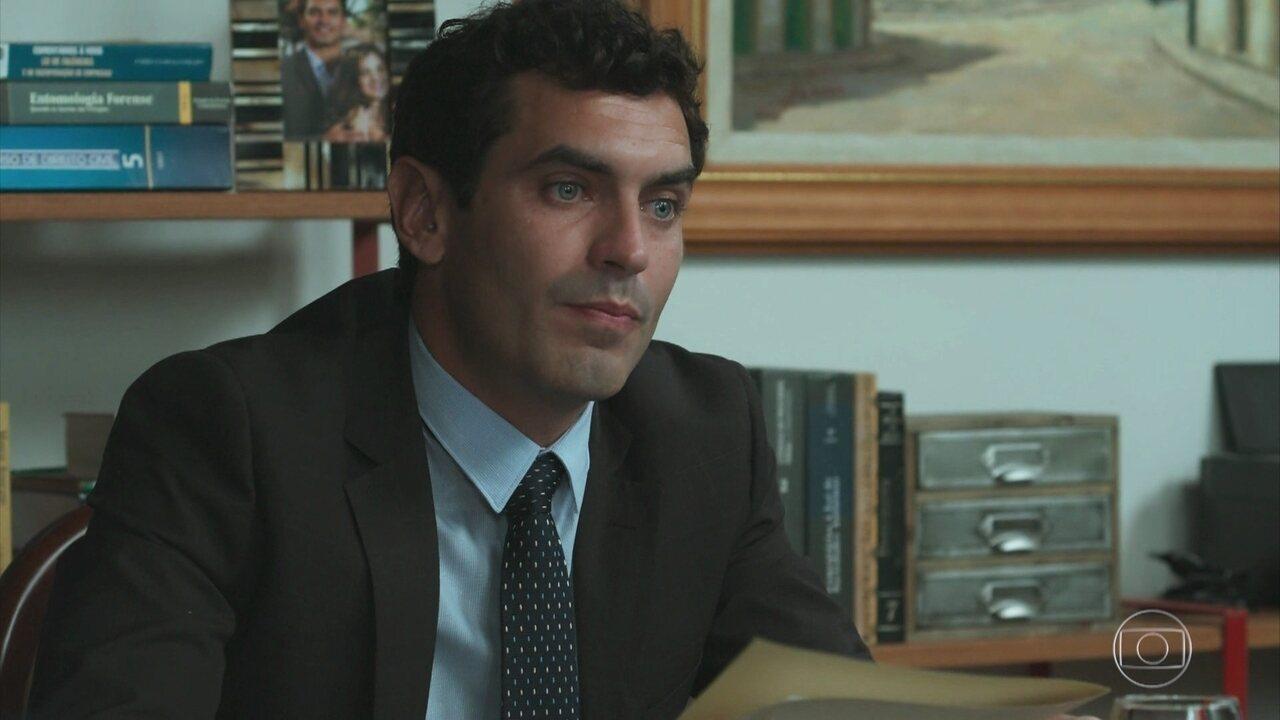 Marcelo realiza a leitura do testamento de Vicente