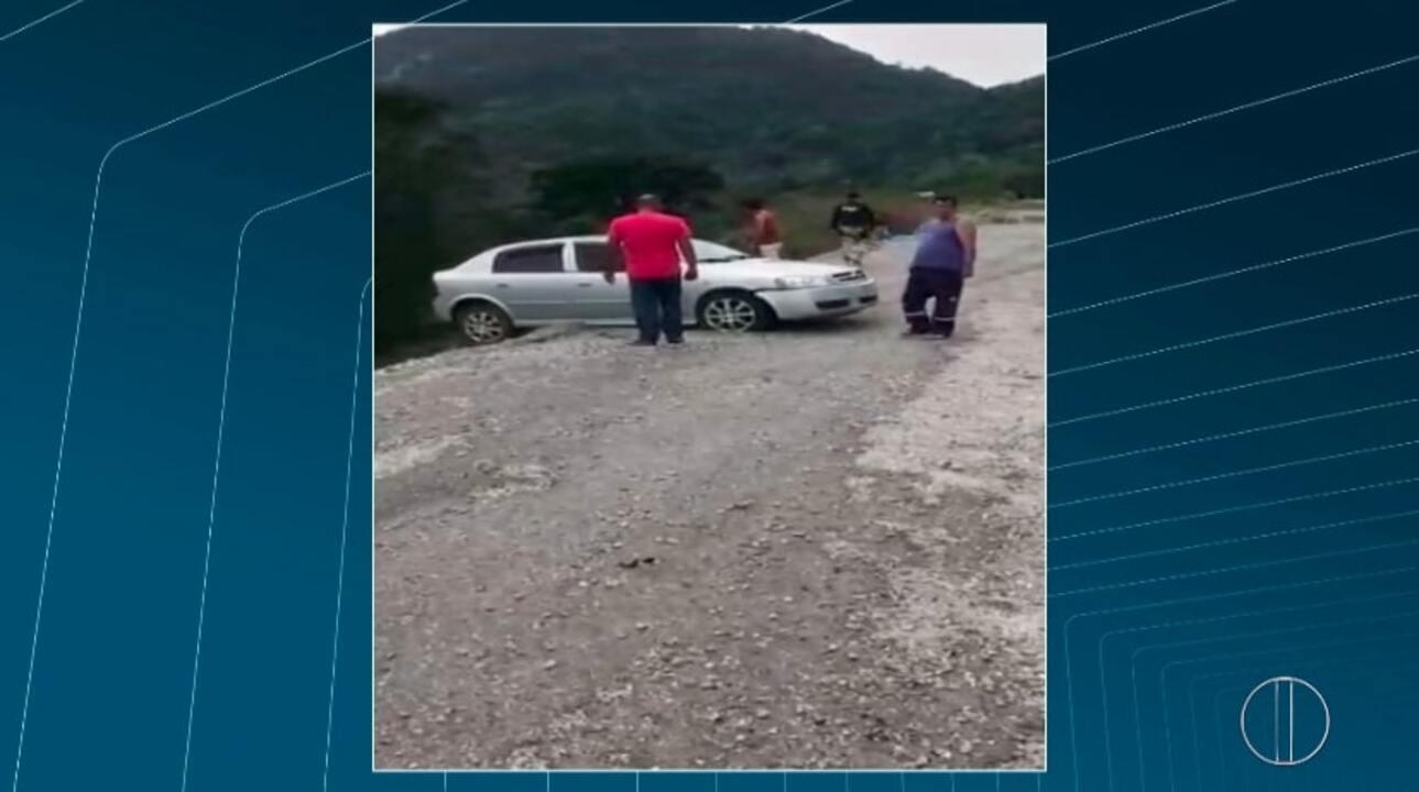 Homem se joga de penhasco de 10 metros após tentar fugir da PRF na BR-040, em Petrópolis