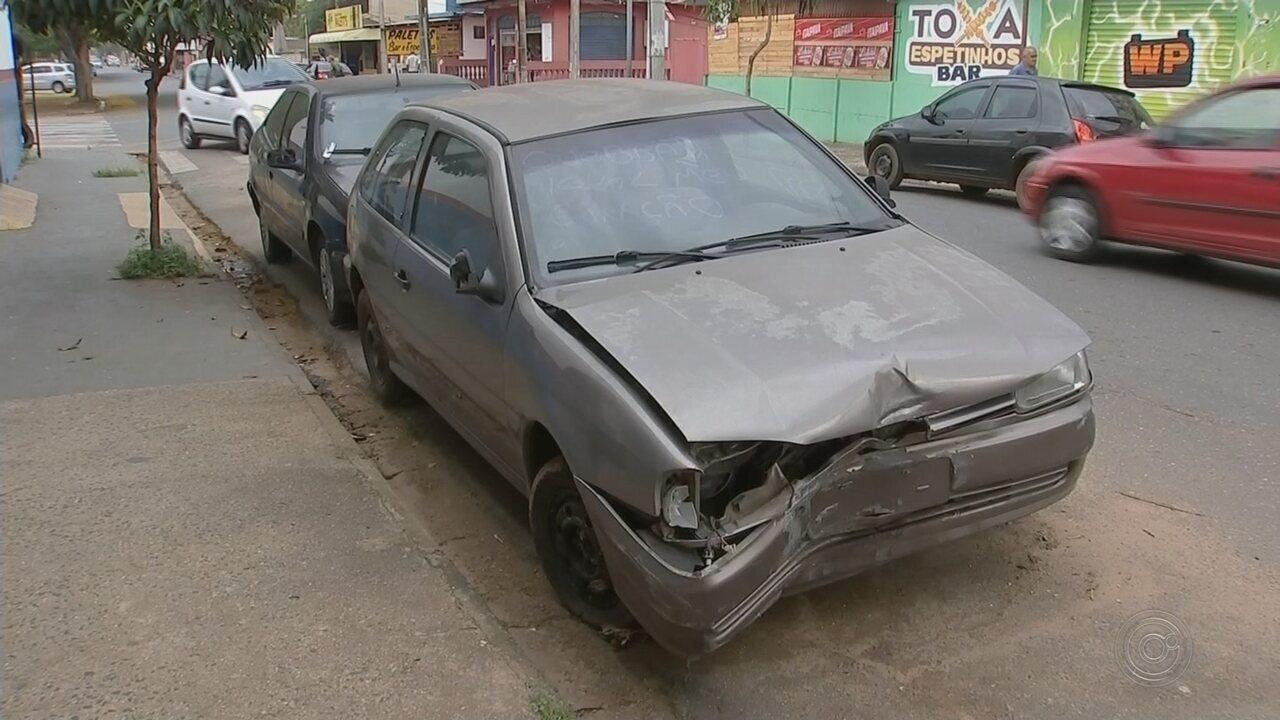 Moradores de Boituva reclamam de carros abandonados em ruas da cidade