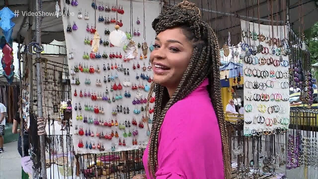 Juliana Alves se emociona ao voltar ao bairro onde morou
