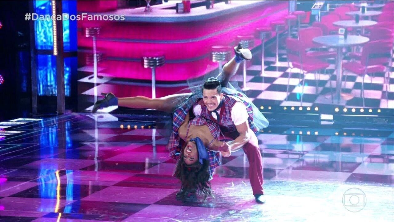 Erika Januza capricha nas coreografias do rock