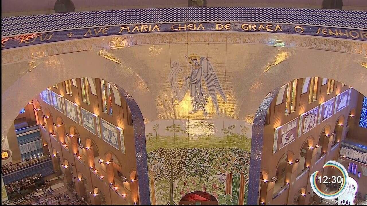 Quem visita a basílica encontra obras de arte