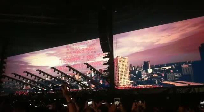 Telão em show de Roger Waters mostra