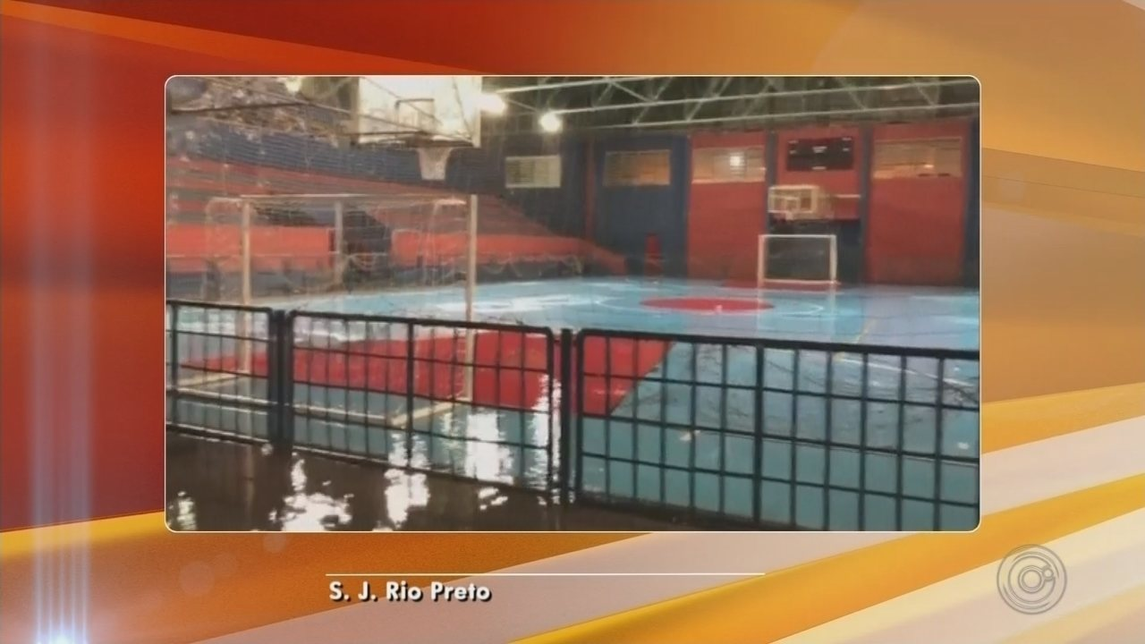 Temporal provoca estragos em diversos pontos de Rio Preto