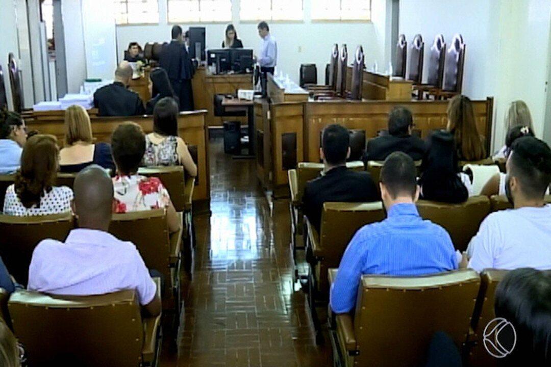 Acusados de matar mãe e bebês gêmeos são condenados a 81 anos de prisão