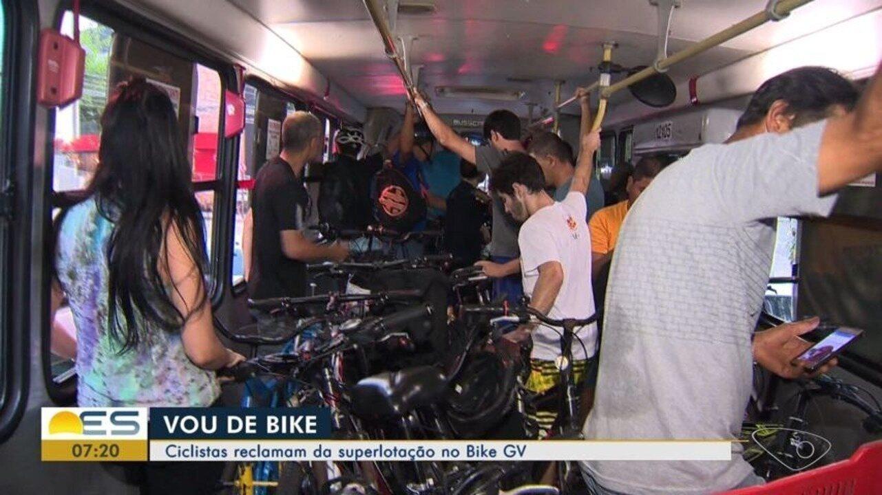 Ciclistas reclamam de superlotação no ônibus do Bike GV, no ES