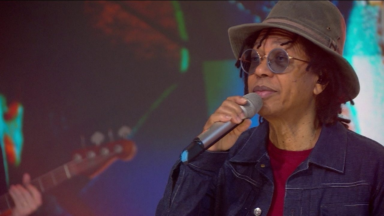 Djavan canta 'Se' no palco do Fantástico