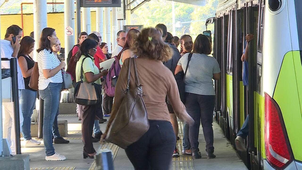 Comportamento de motoristas e quadro de horários lideram reclamações em ônibus de BH