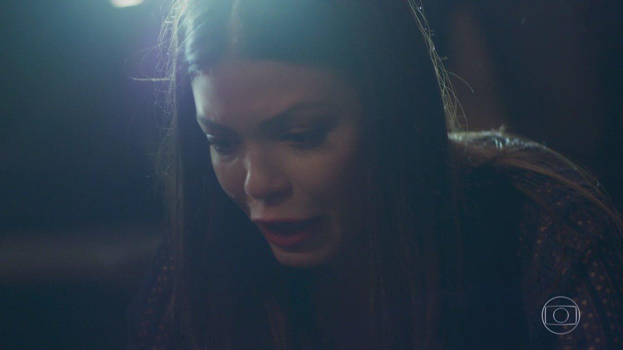 Capítulo de 15/10/2018 - Cris se culpa pelo acidente, e Américo se aproveita da situação. Margot desconfia de Américo, que é levado para o hospital. Dalton garante a Cris que o estado de Américo é bom. Cris acredita que Alain era Danilo em seu passado. Isabel tenta se aproximar de Cris. Mariane comenta com Josi que planeja influenciar Alain para conseguir o papel de Julia em seu filme.