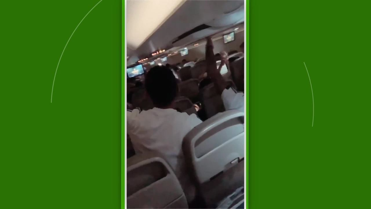 Jogadores da Argentina fazem a festa no avião antes de enfrentar o Brasil