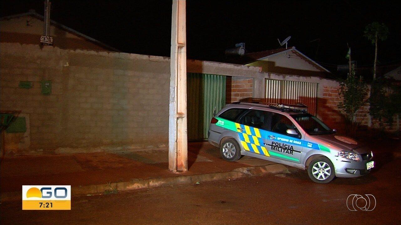 Diarista é encontrada morta dentro de casa em Goianira e ex-namorado é suspeito