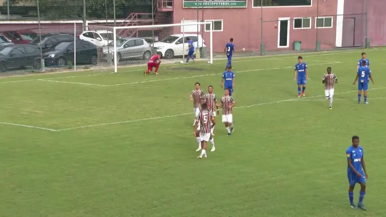João Pedro faz três gols na Copa do Brasil sub-17 contra o Cruzeiro e pede música