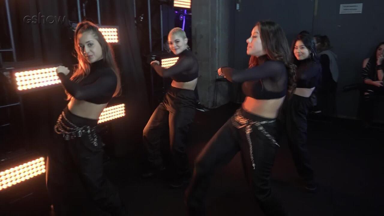 Bailarinas ensinam coreografia de 'Devagarinho' de Luísa Sonza