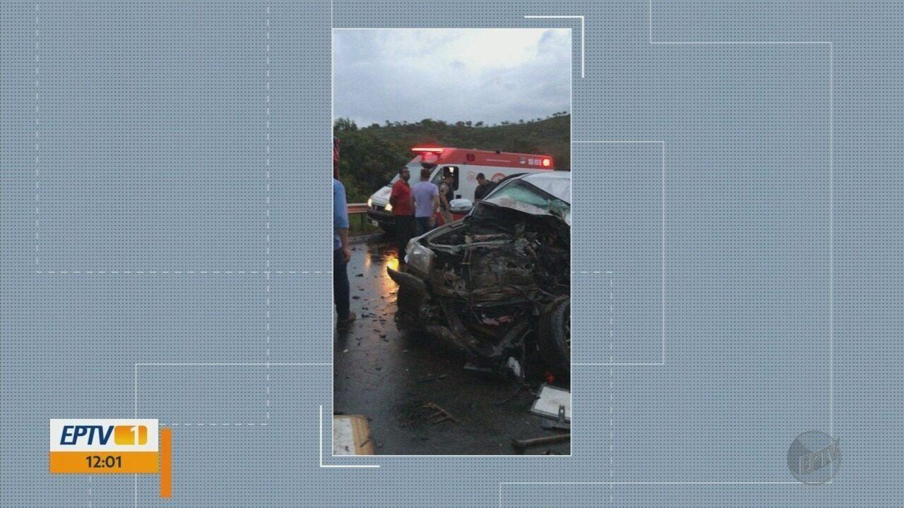 Motorista de caminhonete morre em acidente com carreta na BR-265, em Nazareno (MG)