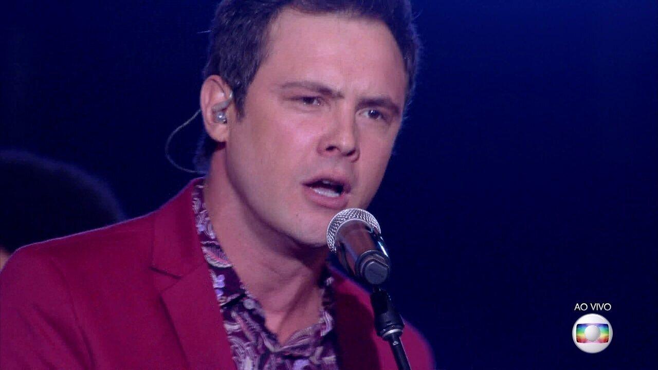 Sergio Guizé canta 'Vem Quente Que Eu Estou Fervendo'