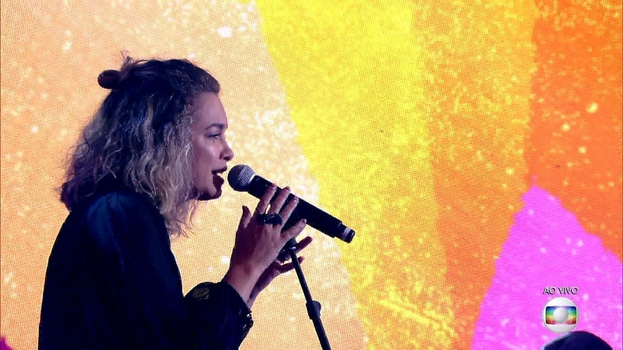 Lua Blanco canta 'When We Were Young'
