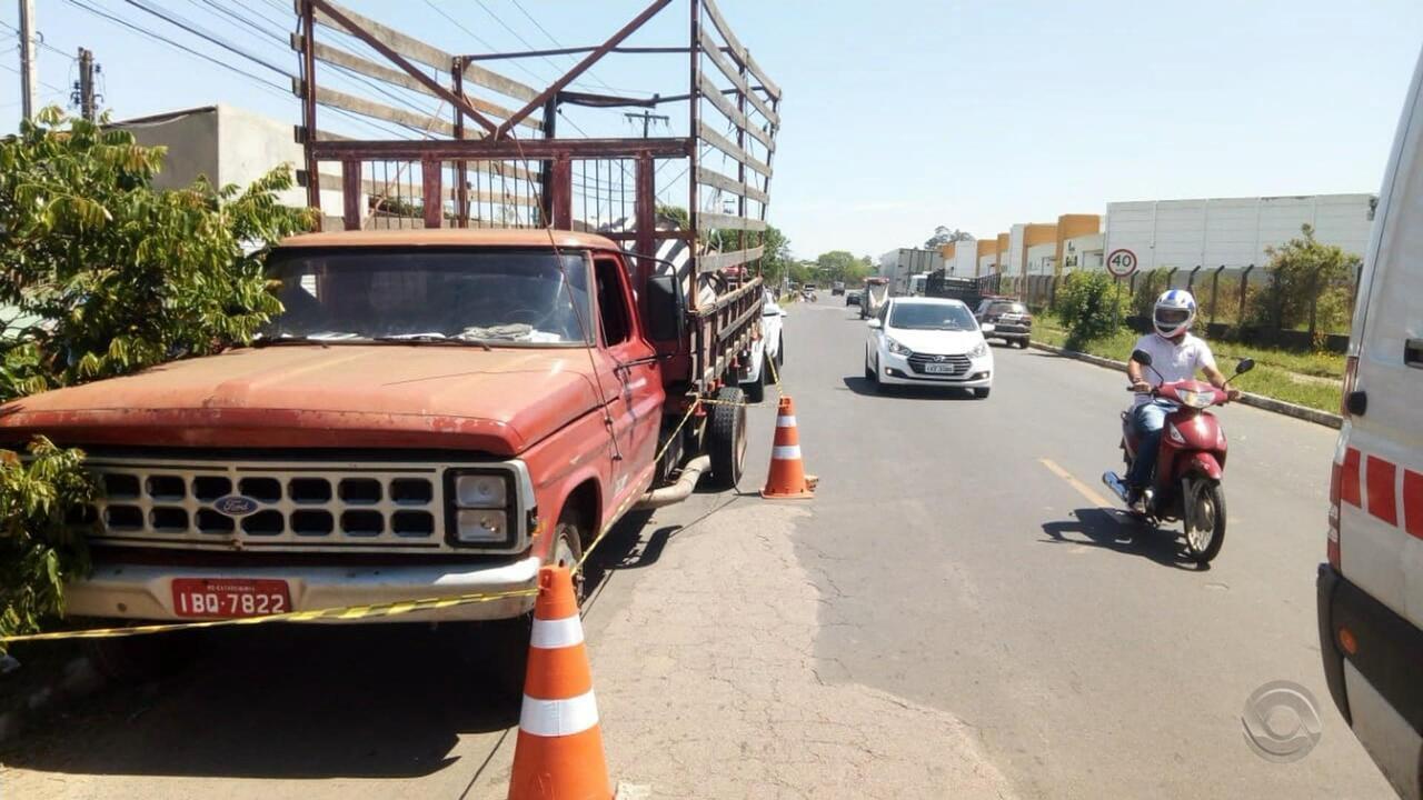 Mulher morre em Cachoeirinha ao se jogar de caminhão sem freio com bebê no colo