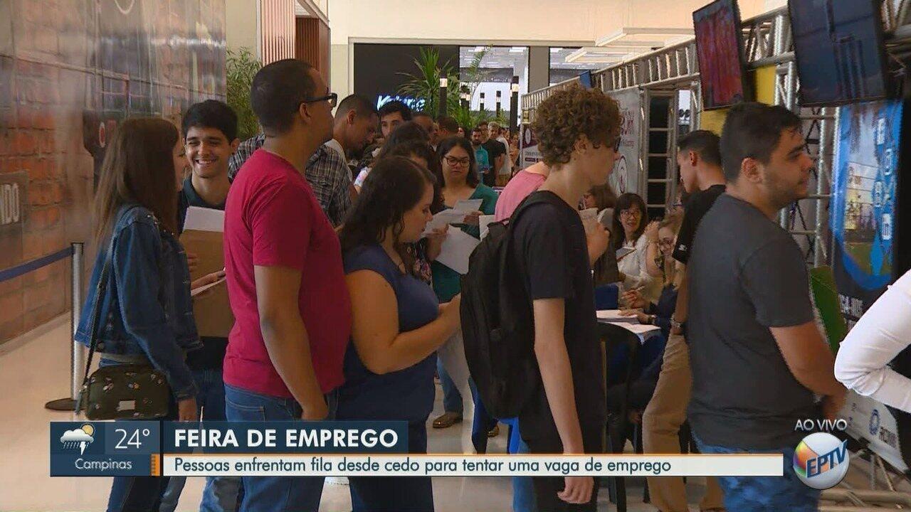 Blitz do Emprego: pessoas fazem fila em busca de vagas em feira de Santa Bárbara D'Oeste