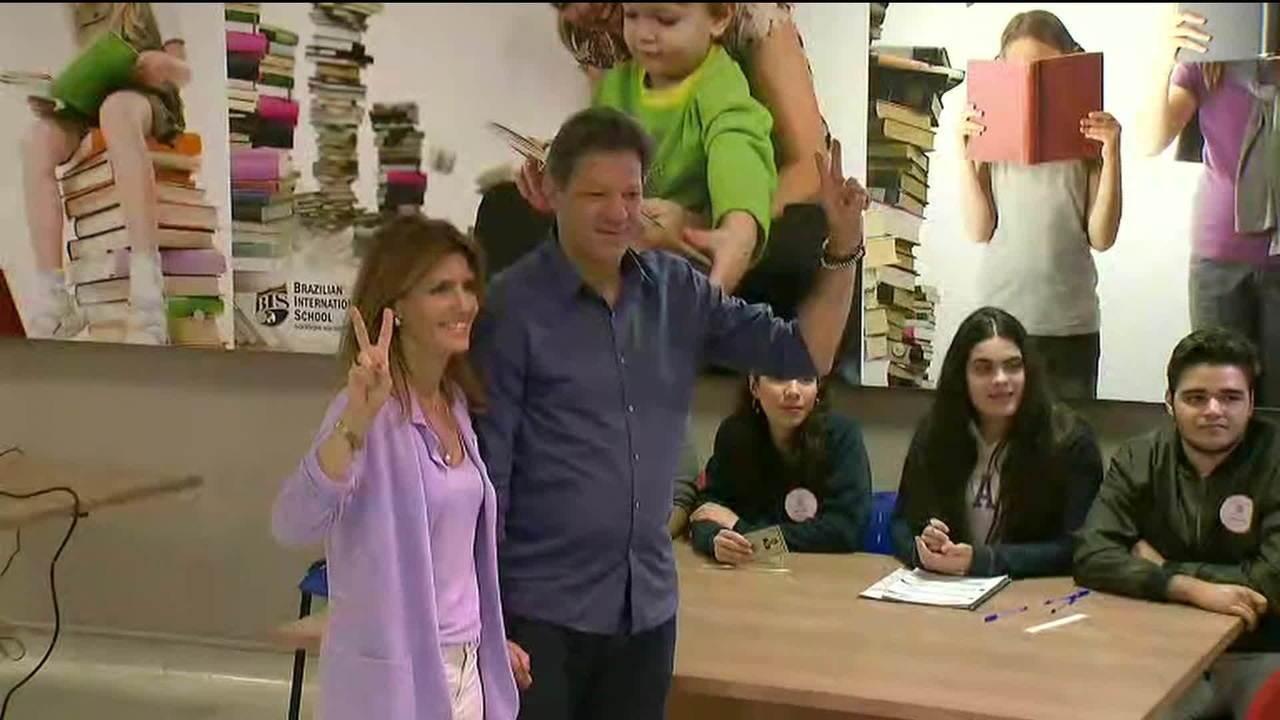 Fernando Haddad (PT) vota em escola de Moema, na Zona Sul de SP