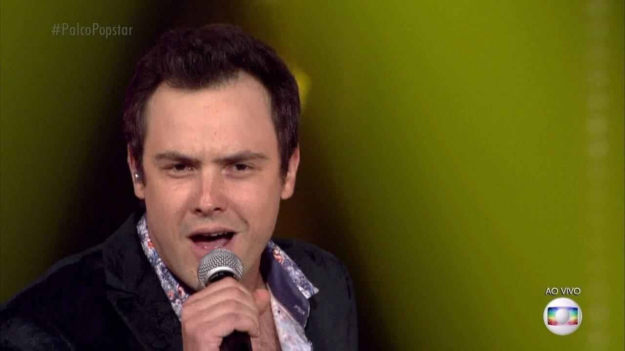 Sérgio Guizé canta 'Mon Amour, Meu Bem, Ma Femme'