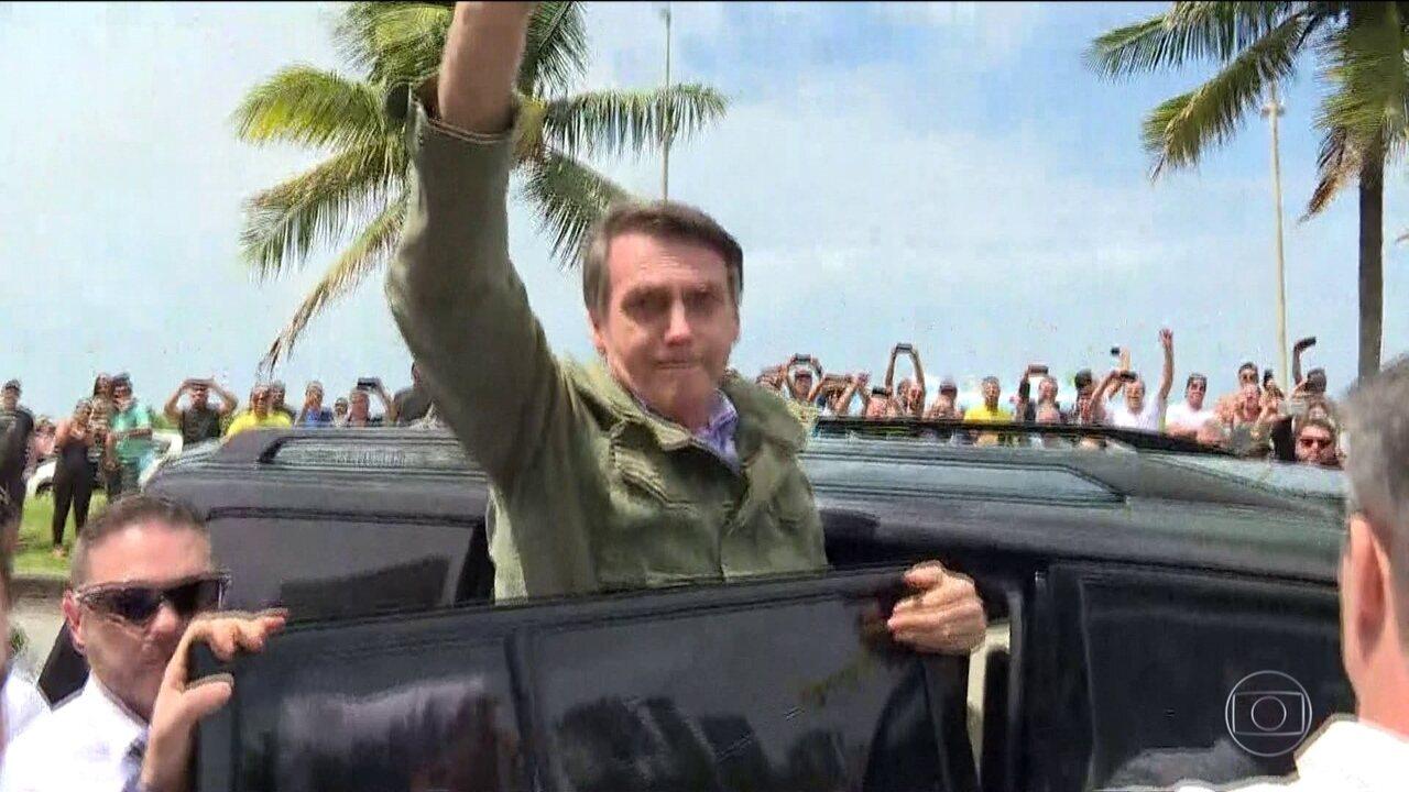 Bolsonaro diz que fará um governo  defensor da Constituição 8d7357e2c72ea